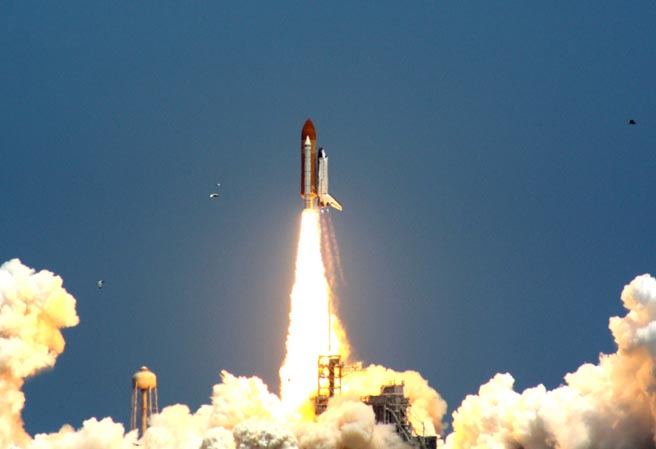 Astronomy Board sees Space Shuttle Atlantis up close and ...